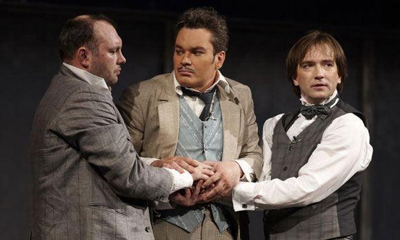 Степан Морозов (в центре) в одной из постановок РАМТ