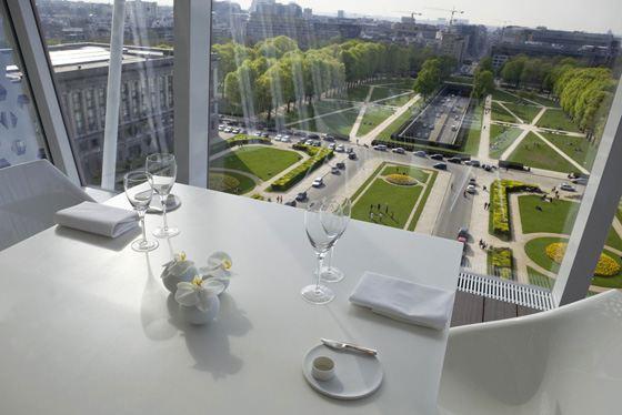 Ресторан с видом на город привлекает больше посетителей летом