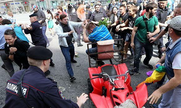 В Москве на несанкционированной ЛГБТ-акции задержали два десятка человек