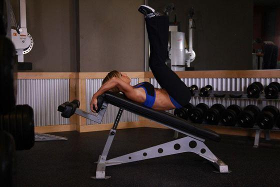 Для прокачки пресса - упражнение с подъемом ног