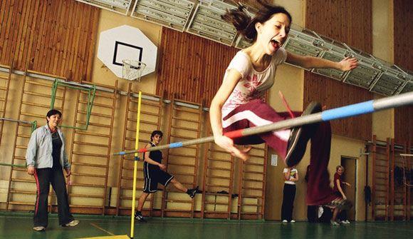 Минздрав убеждают в необходимости введения ежедневных уроков физкультуры в школах