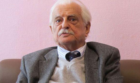 89-летний Марлен Хуциев лег в больницу на обследование
