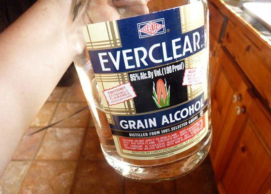 Everclear самый крепкий алкогольный напиток в мире. Этот ликер запрещен в некоторых странах