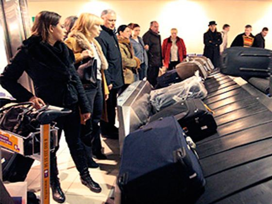 Россияне стали реже заворачивать в пленку дорожные сумки