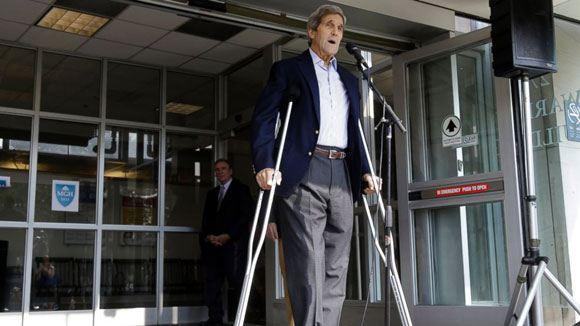 Сломавший ногу госсекретарь США Керри выписался из больницы