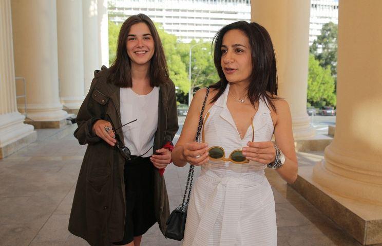 Актриса Мария Андреева (слева) и режиссер Анна Меликян на «Кинотавре»