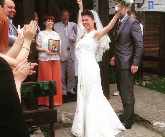 Анна Хохлова из «Дискотеки Аварии» сыграла свадьбу