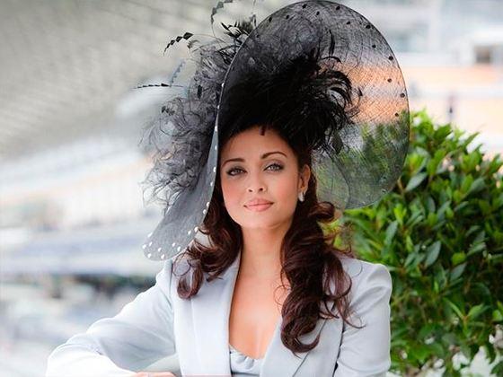 Женщину в шляпе забыть нельзя