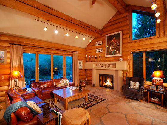 Современные деревянные евроокна создают ощущение тепла и уюта в доме, надежности и комфорта