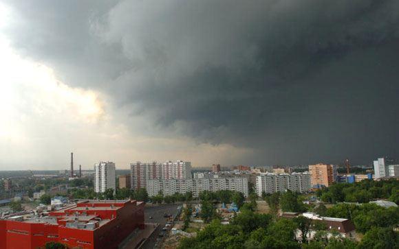 Гидрометцентр и МЧС предупреждают москвичей о сильных грозах
