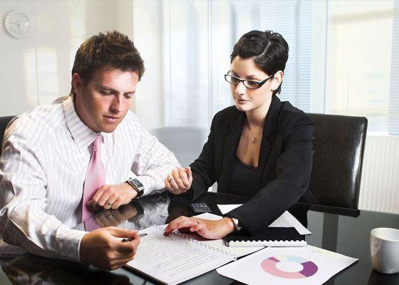 При оформлении сделки купли-продажи лучше если с вами будет присутствовать юрист