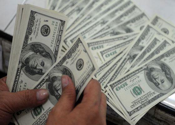 Россияне предпочитают всё меньше покупать доллары