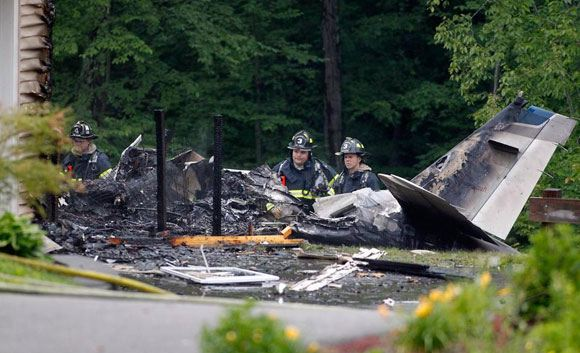 В США самолет Beechcraft врезался в жилой дом