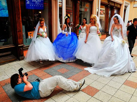 Хороший фотограф на свадьбе сможет заранее выбрать нужное место