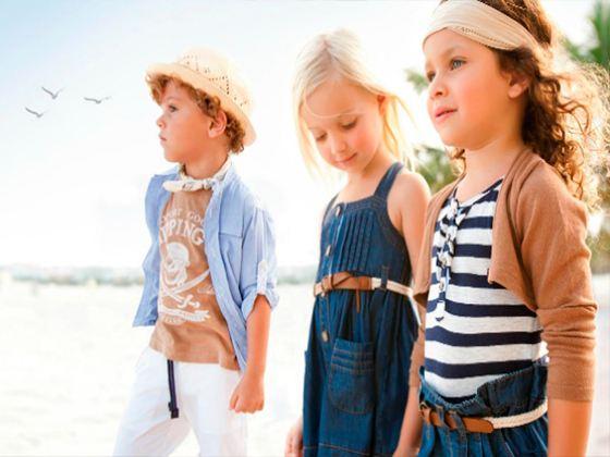Дизайнеры уделяют большое внимание подбору материалов для детской одежды