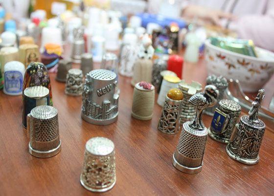 В Индокитае на привычной сегодня церемонии бракосочетания, напёрстки использовали как обручальные кольца