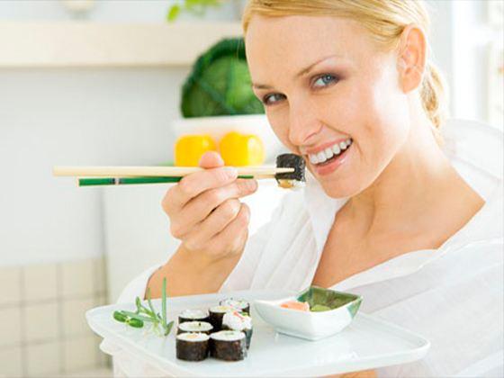 Суши – один из оптимальных вариантов здоровой и низкокалорийной пищи