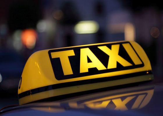 Большое количество таксопарков предлагают свои услуги по перевозке пассажиров