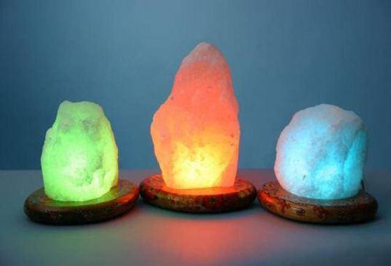 Солевая лампа может органично вписаться в любой интерьер