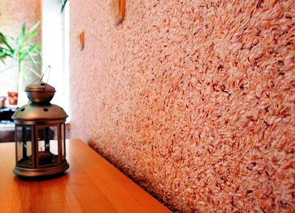 Шелковая штукатурка создает на стенах отличное покрытие