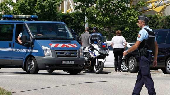 Во Франции освободили заложников, захваченных под Парижем