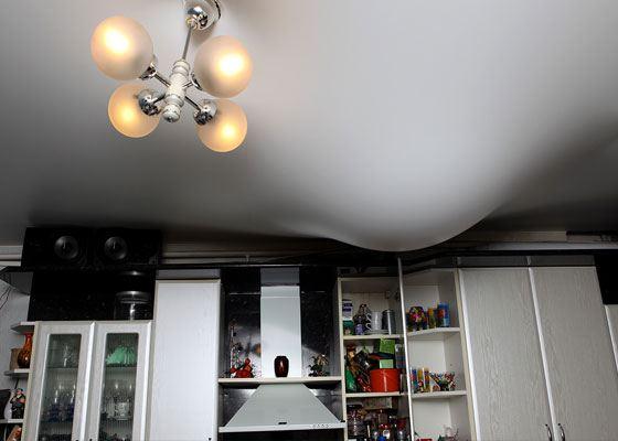 Натяжной потолок спас квартиру от затоления