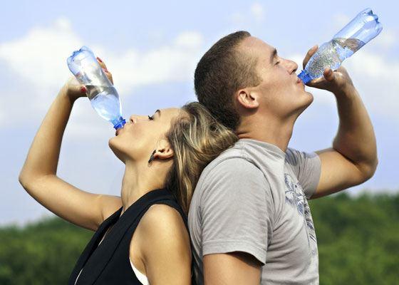 На станциях метро Москвы пассажиры могут совершенно бесплатно получить качественную бутилированную воду