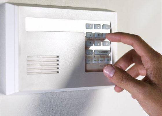 Для связи с пришедшим гостем, эксперты сайта советуют применять аудио-домофоны