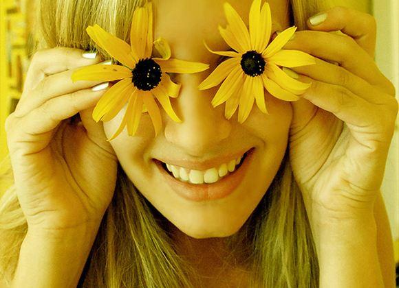 Чем чаще улыбается человек, тем менее болезненно он переживает стресс