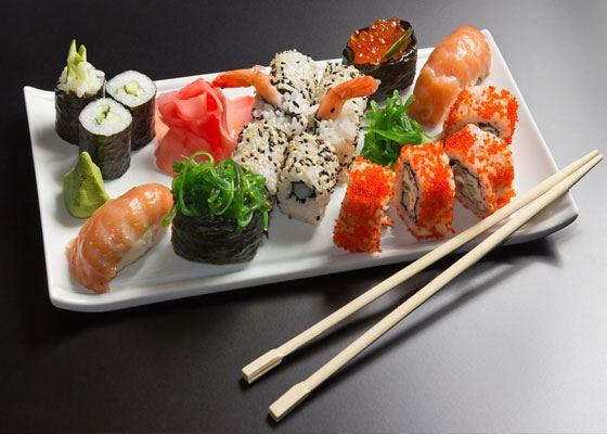 Суши – самое популярное блюдо из японской кухни, которое давно завоевало сердца гурманов во всех странах мира