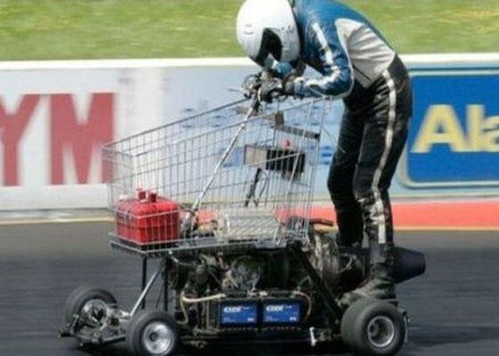 Житель Британии разогнал тележку из магазина до скорости в 113 км/ч