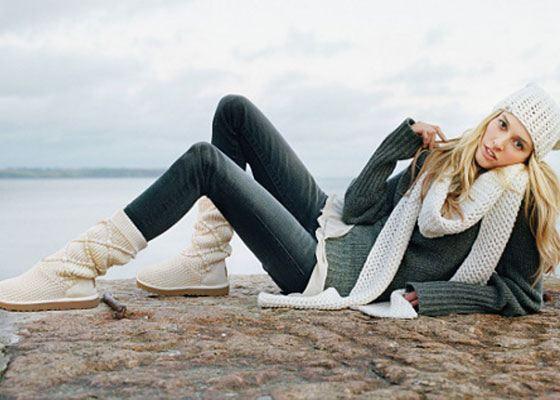 Идеальный, самый практичный вариант – носить угги с очень узкими джинсами