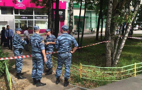 Налетчики в упор расстреляли двоих клиентов Сбербанка в Москве