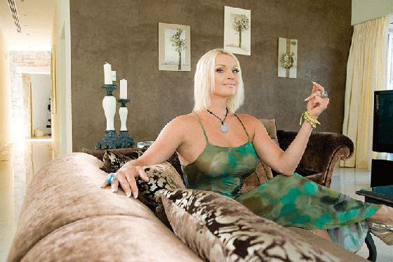 Анастасия Волочкова предпочитает помпезность и в интерьере
