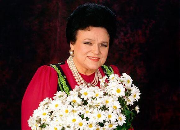 In the photo: Lyudmila Zykina