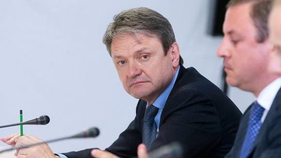 Ткачев поддержал инициативу об уголовном преследовании тех, кто ввозит «санкционку»