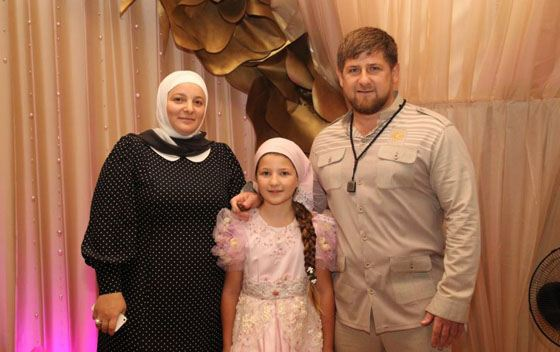 Рамзан с женой и дочерью