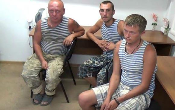 Украинским десантникам, задержанным в Крыму, вернули сало и арбуз
