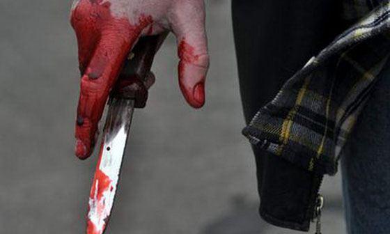 Потеряхин вытащил из кармана нож и полоснул оппонента им по горлу