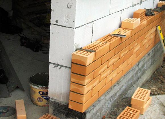 Что выбрать для строительства загородного дома: кирпич или пеноблок?