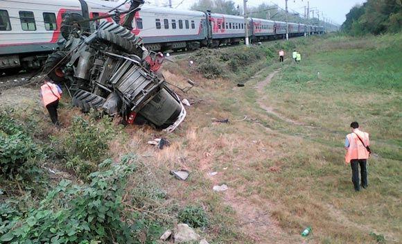 Поезд «Сухум – Москва» врезался в комбайн в Краснодарском крае
