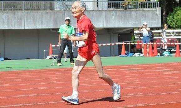 105-летний японец пробежал стометровку за 42 секунды