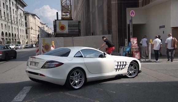 В Москве Mercedes McLaren сбил гражданина Турции