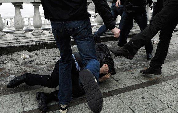На Болотной площади у Кремля произошла массовая драка