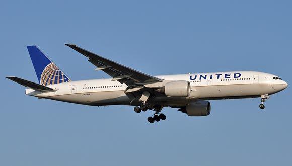Лайнер United Airlines совершил экстренную посадку из-за потери пилотом сознания