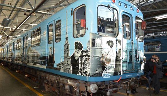 Поезд «Воспоминание» вышел на первую линию метро в Санкт-Петербурге