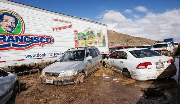 Калифорнию накрыла буря: сотни автомобилей оказались в грязевой ловушке