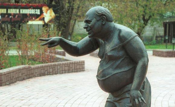 Распиленный памятник Доценту планирует восстановить его автор