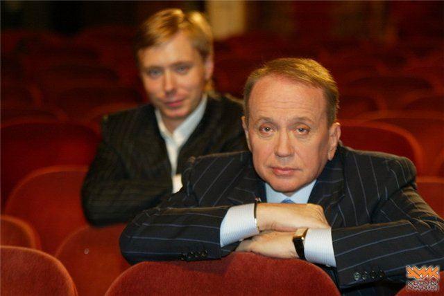 На фото: отец и сын Масляковы