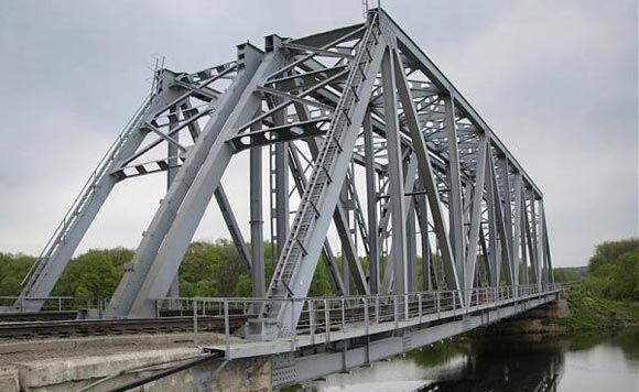 В Пензе молодые люди упали с моста, получив удар током